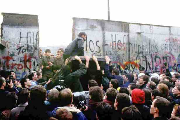 Germany - Fall of Berlin wall 11-8-89